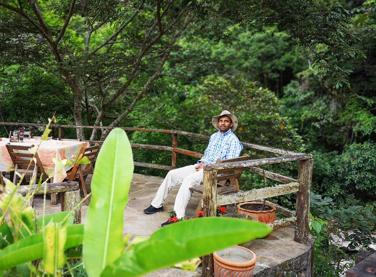 Abu disfrutando el paisaje.