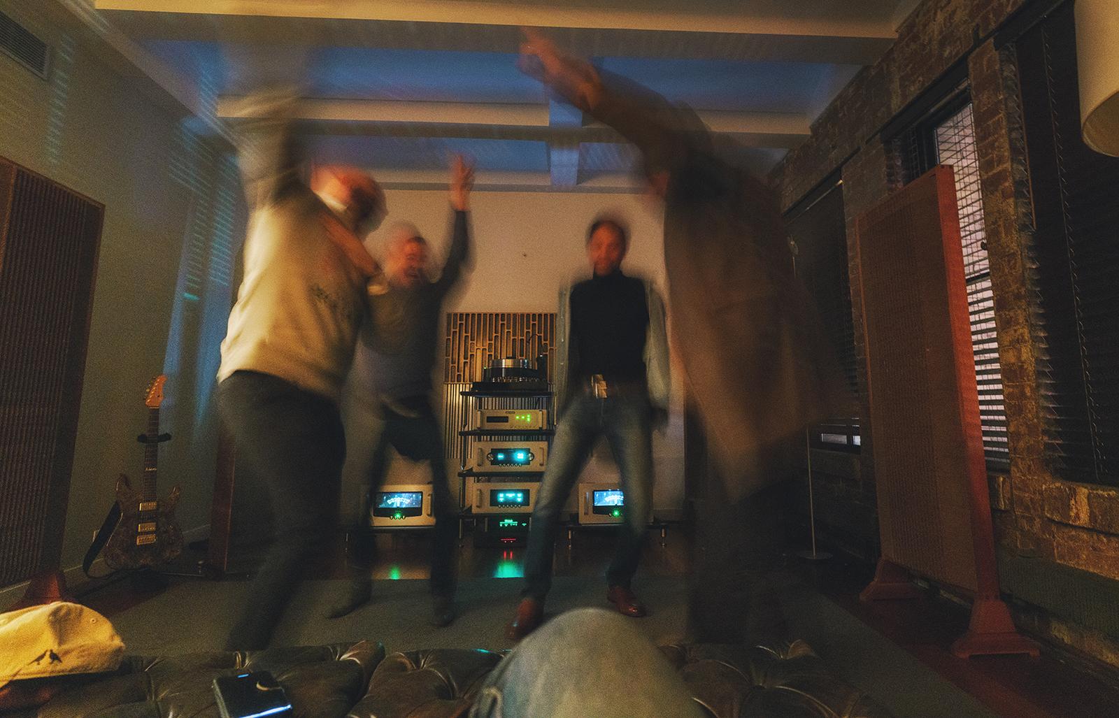 Disfrutando y bailando.